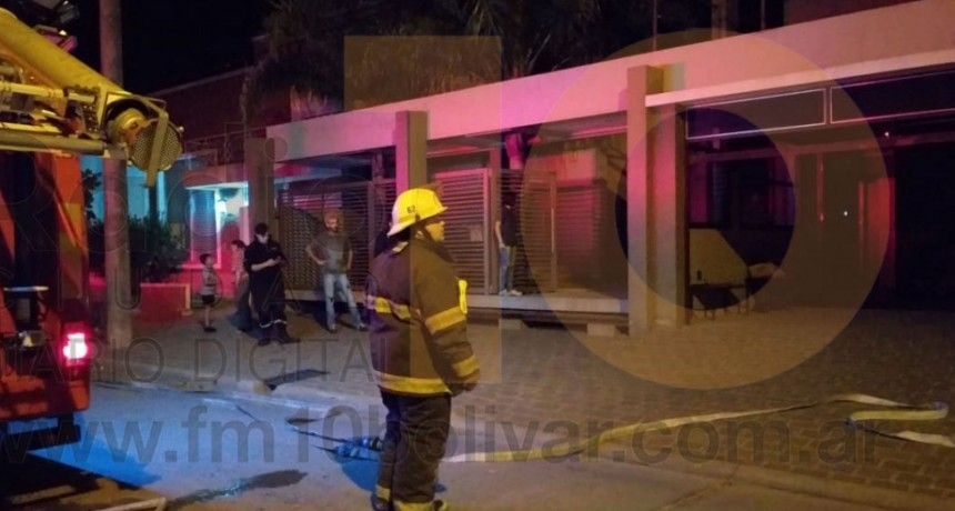 Principio de incendio del extractor de una vivienda en calle Roca