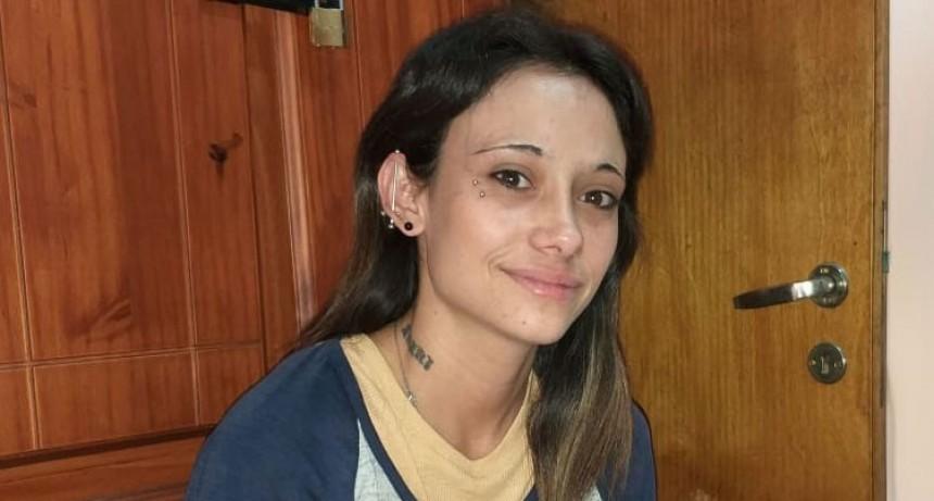 Sandra Pichicaco recibió las donaciones que le realizaron los oyentes de FM 10