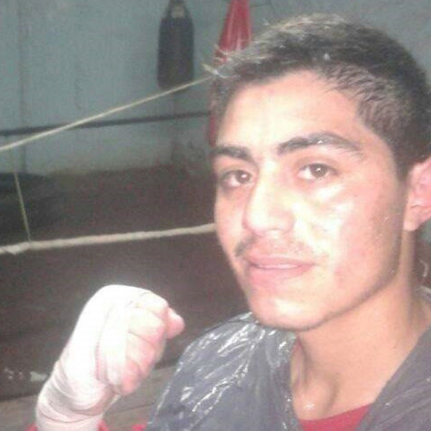 Emanuel Fredes: 'Cada vez que subo al ring no pienso en el rival sino en dejar bien parado a Bolívar'