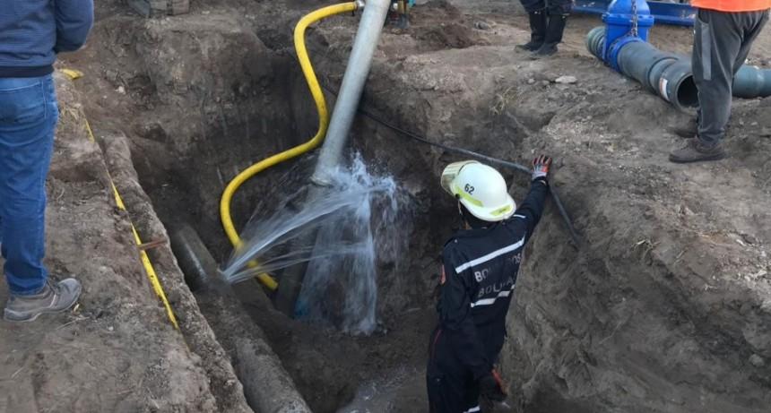 Hasta las 15 horas trabajan en el nuevo empalme de la red de agua