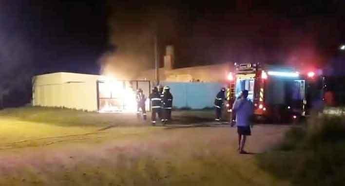 Una falla mecánica habría sido el motivo del incendio de una camioneta