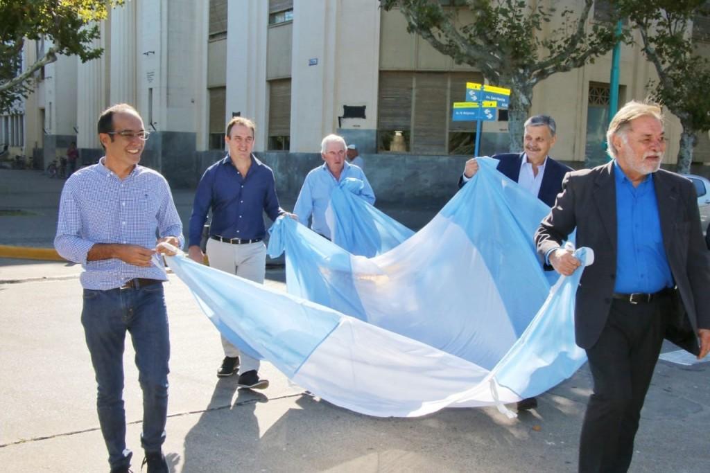 Pisano junto a intendentes de mandato cumplido rindieron homenaje a la Bandera Nacional