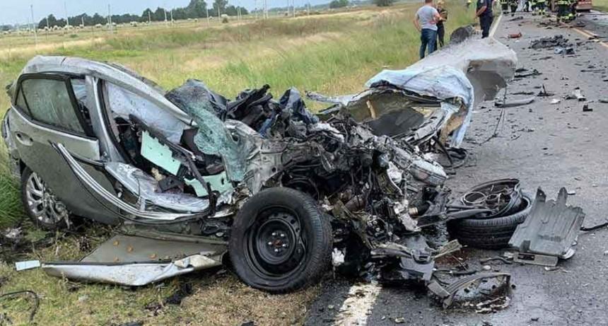 Tragedia en ruta 33: el conductor de un auto murió al chocar de frente contra un camión de hacienda