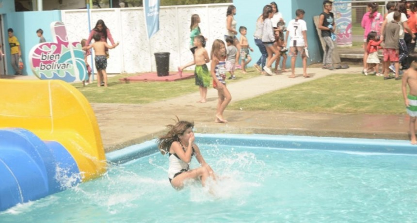 Más de 300 niños y niñas de diferentes barrios participaron del cierre de temporada en el Parque Acuático Municipal