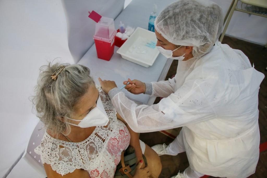 Continúa la vacunación en Bolívar y se aguardan nuevas remesas que arribarían en las próximas horas desde el Ministerio de Salud PBA