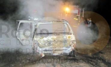 Se incendió un automóvil en el acceso a Ibarra