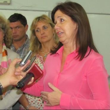 El Equipo de Educación de Bolívar entregó material educativo a escuelas y jardines