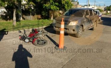 Un hombre fue hospitalizado a raíz de una colisión entre una moto y una camioneta