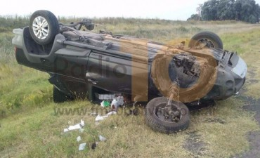 Accidente en Pirovano: Murió un matrimonio deroense al volcar su camioneta