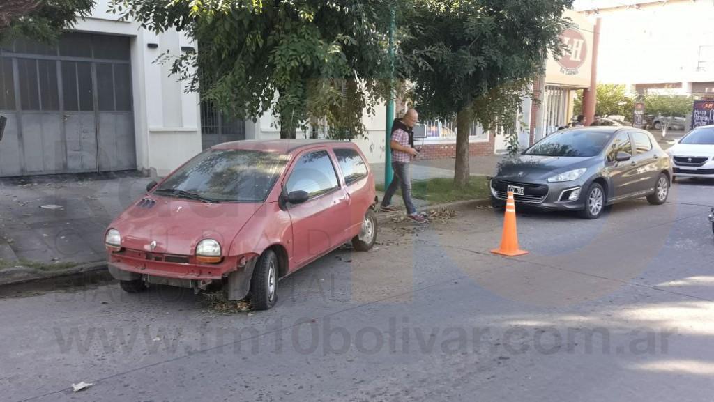 Accidente en Av. Gral Paz: Un auto impactó contra otro vehículo detenido