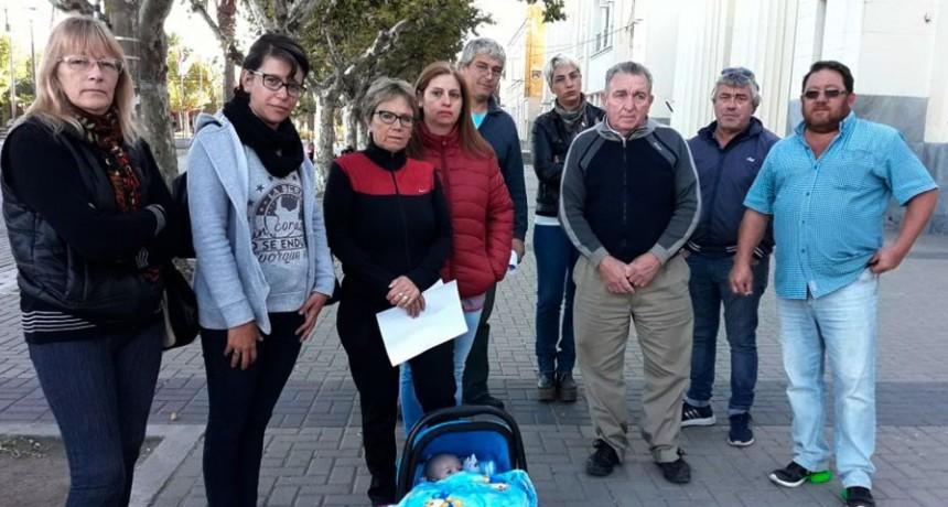 'Nuestros hijos están en destinos lejanos y con falta de medios'