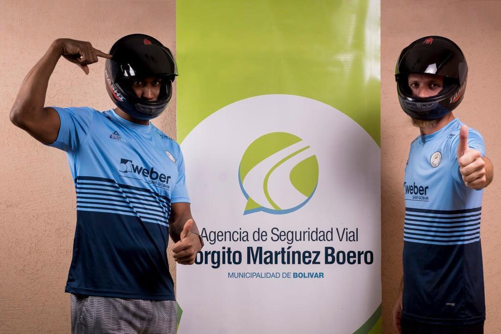 El plantel de Bolívar Voley participó de una campaña de seguridad vial