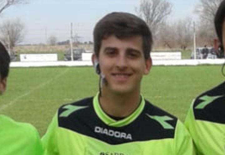 En su debut dirigiendo 1º división Lucas Burgos tuvo una tarde complicada