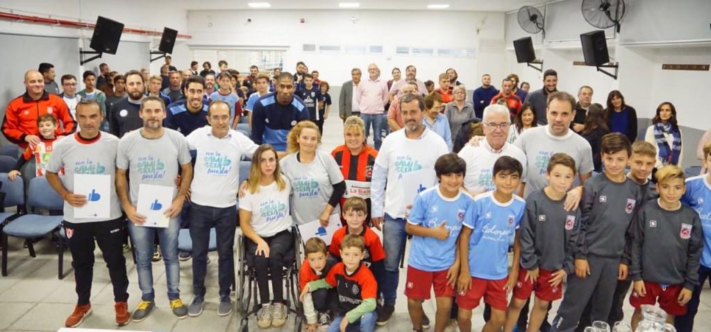 El intendente de Bolívar tiene la Camiseta Bien Puesta por el deporte