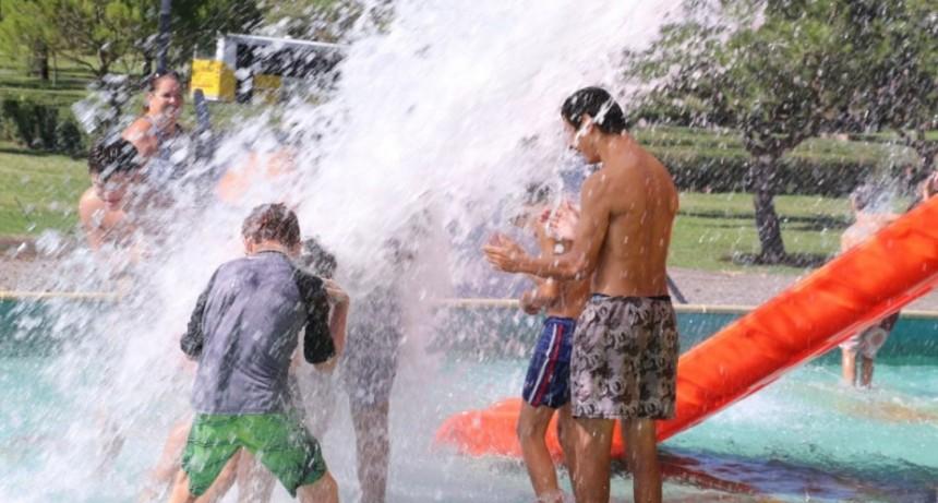 Las escuelas N° 501 y N° 502 visitaron el Parque Acuático Municipal