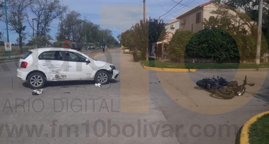 Violento impacto en el ingreso a Barrio Cooperativa