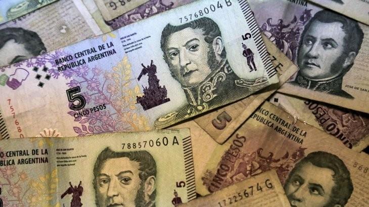 Hasta el 31 de marzo los bancos deberán canjear los billetes de 5 pesos o acreditarlos en cuentas