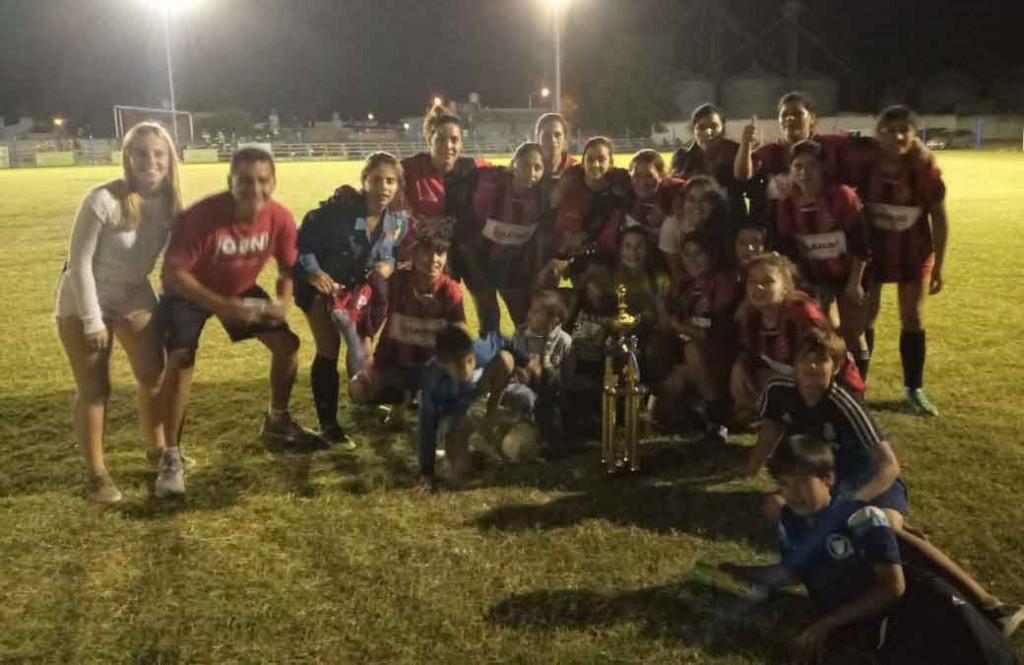 Urdampilleta se agigantó y gritó Campeón en el Torneo de los Barrios Femenino