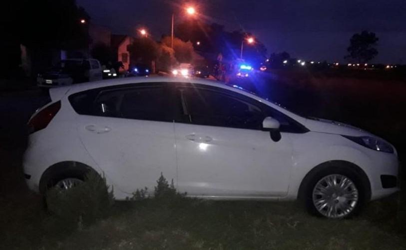 Se llevó un auto que había quedado estacionado con las llaves puestas y fue aprehendido