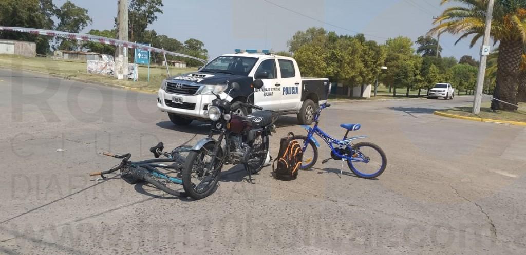 Ciclistas hospitalizados tras ser protagonistas de un impacto con una motocicleta