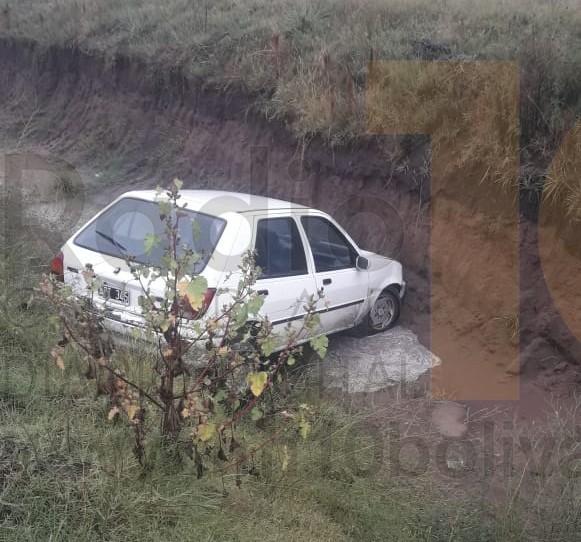 Despiste de un automóvil en el camino vecinal conocido como Ruta 205 vieja