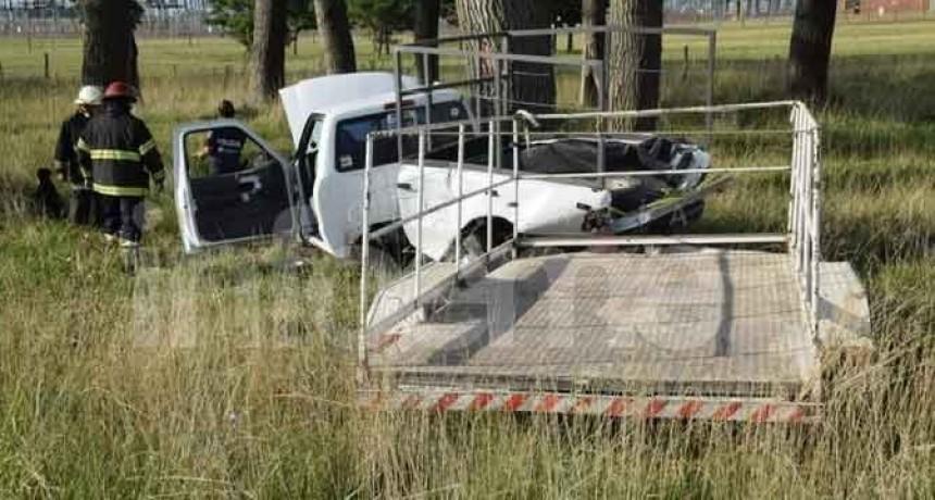 Ruta 226: una camioneta chocó contra un árbol y dejó heridos de diversa consideración