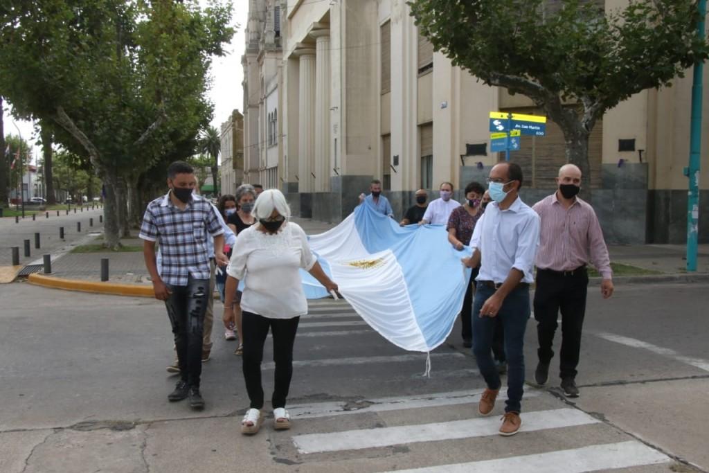 El Intendente Pisano encabezó el acto por el 143° aniversario de Bolívar