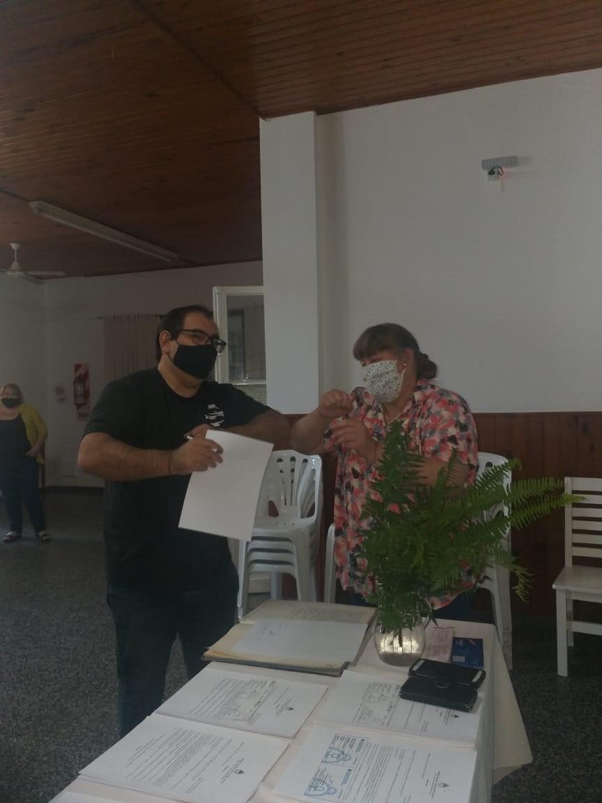 """María de los Ángeles Herrero (Radio Club): """"Debido a la pandemia se detuvo la única fuente de ingresos del Club, que era el alquiler del salón"""""""