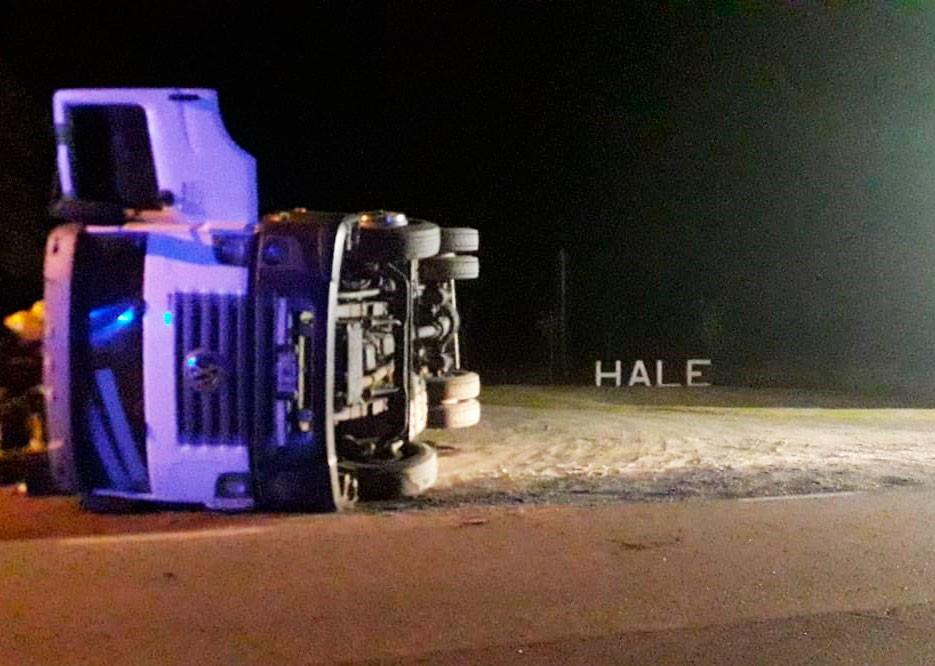 Ruta 205: volcó un camión cargado de girasol