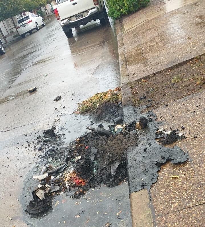Vandalismo en la Ciudad: Incendiaron un contenedor de basura en calle Pellegrini y Las Heras