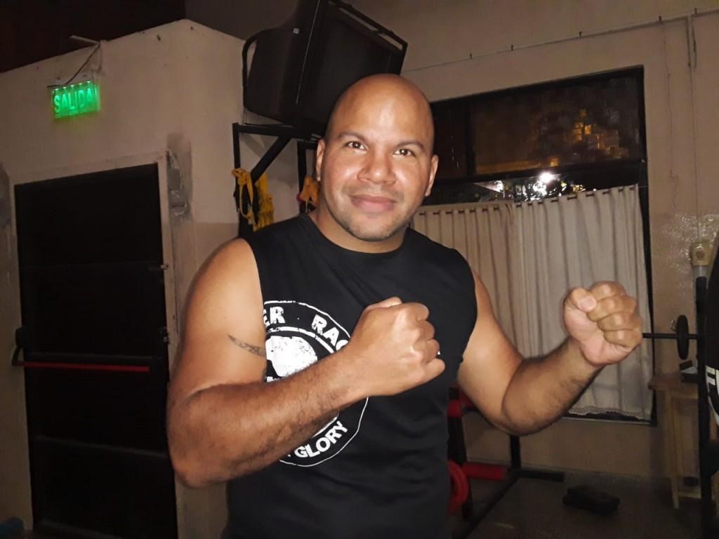 """Hernán 'El Cuervo' González (MMA): """"Lo vimos por la tele con mis hermanos y nos anotamos, nos molieron a golpes"""""""