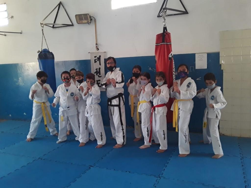Jorge Ruiz con Taekwondo Bolívar retoman las clases