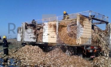 Se incendió un camión que transportaba maíz
