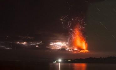 Entró en erupción un volcán chileno y la ceniza llegó al Sur argentino