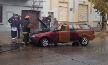 Se incendió un automóvil que se encontraba estacionado en la avenida Venezuela