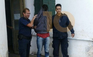 Un presunto estafador trató de 'tragarse' un cheque para zafar de la Policía