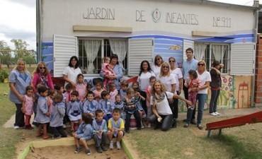 'Uniendo Sonrisas' y La Coope, realizaron donaciones al Jardín de Infantes Nº 911