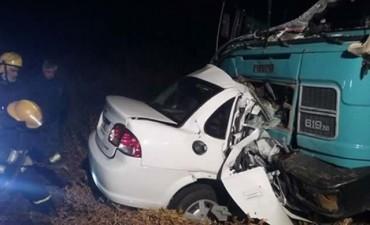 Tranque Lauquen: Una joven murió al chocar frontalmente contra con un camión