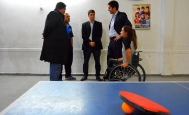 Deporte e inclusión: Manuel Mosca visitó a la atleta bolivarense Brenda Sardón