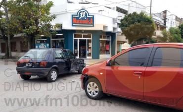 Accidente Mitre y Alvear entre dos autos