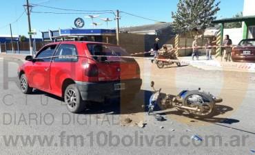Accidente en avenida Mariano Unzué; dos jóvenes hospitalizados