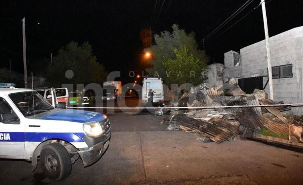 Olavarría: Trágico incendio y derrumbe, una mujer y dos niños murieron