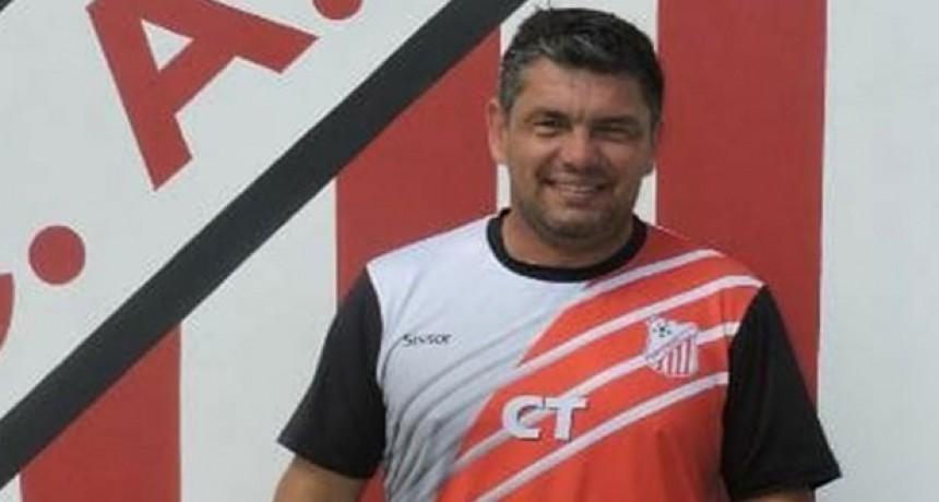 Futbol: Luciano Villarreal, DT de Club Empleados hablo del Torneo Preparación