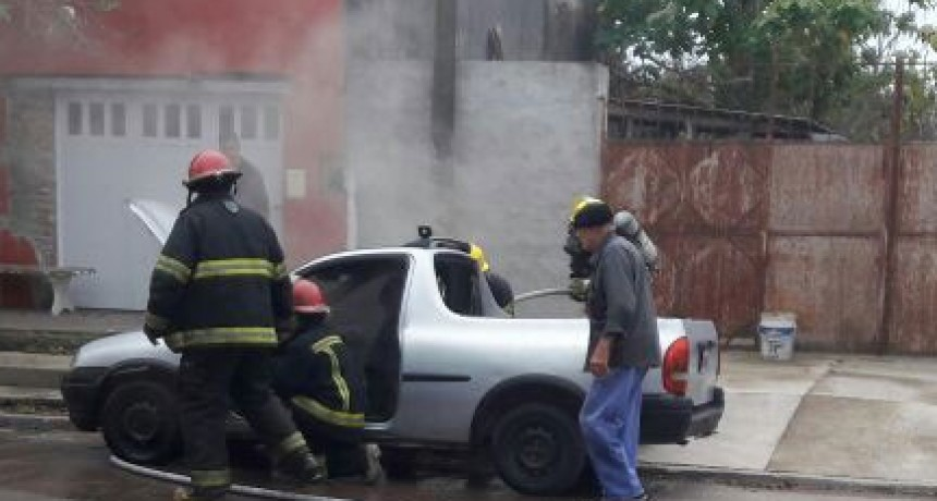 Principio de Incendio de una camioneta en la vía pública (audio)