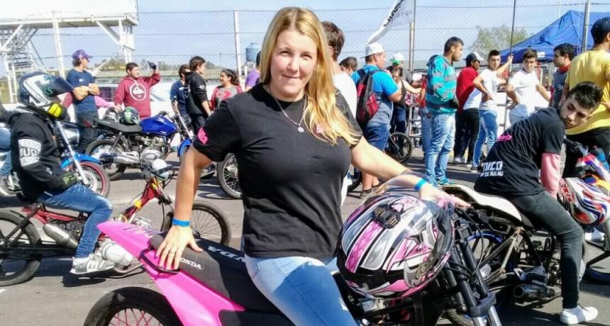Motociclismo: Cintia Celluccio probo moto nueva en el cuarto de milla
