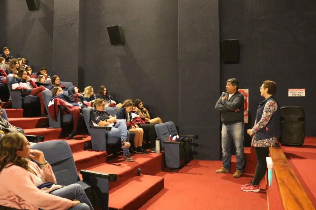 Cine Avenida: Proyectaron Teatro de Guerra para instituciones educativas