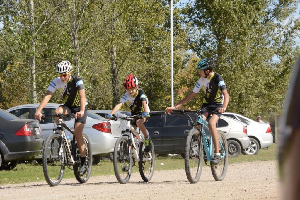 La escuela de ciclismo municipal participó de la primera fecha del campeonato duatlón Daireaux