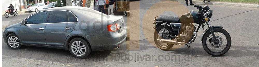 Una joven motociclista debió ser hospitalizada tras haber sido envestida por una automóvil