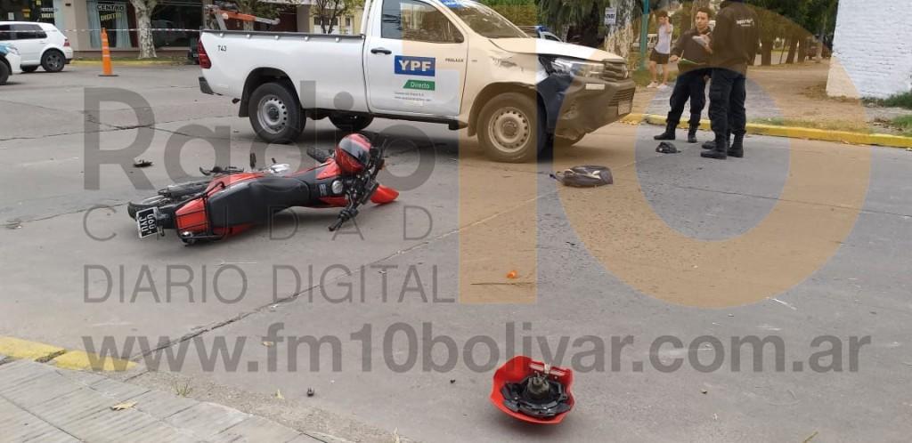 Violento impacto en el centro de la ciudad dejó como saldo un motociclista hospitalizado