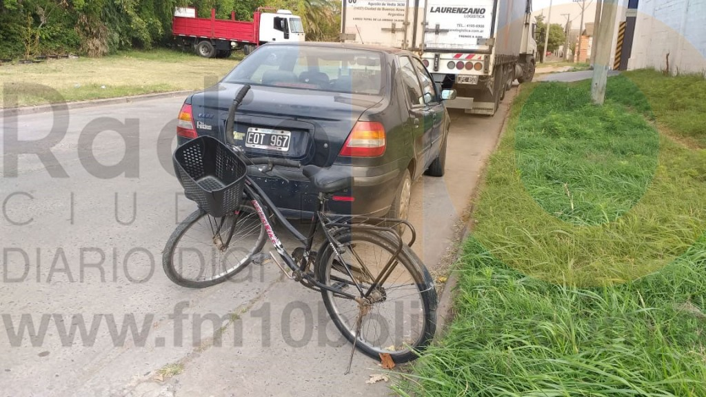 Una ciclista debió ser hospitalizada con algunos golpes tras ser embestida por un automóvil
